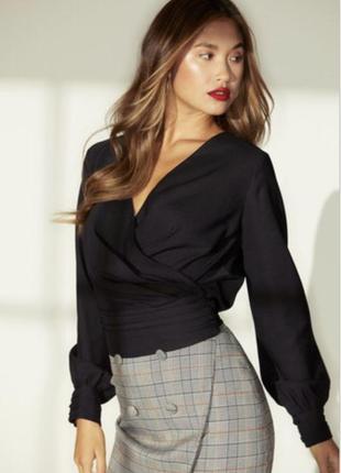 Новая с биркой чёрная блуза на запах с актуальными рукавами 4t...