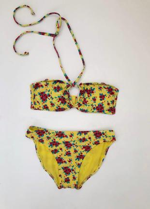 Яркий желтый купальник ocean club