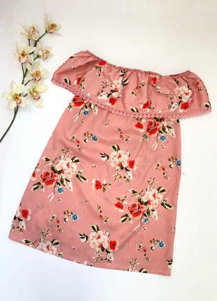 Розовое платье в цветочный принт с открытыми плечами primark