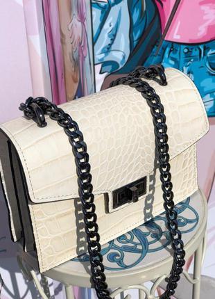 Бежевая кожаная сумка италия