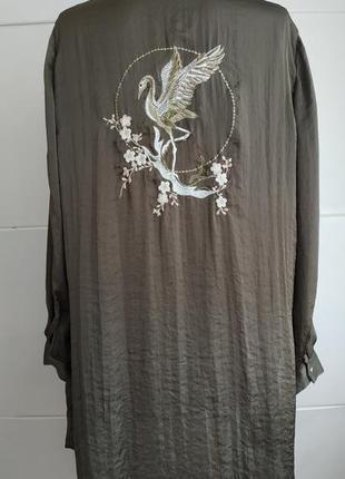 Стильная длинная рубашка zara с вышивкой и боковыми разрезами