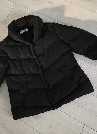 Черная куртка, демисезонная куртка.