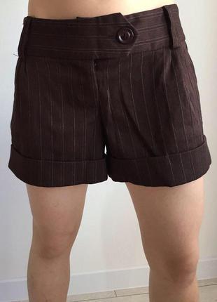 Шорты, шорти, коричневые шорты, полосатые шорты.