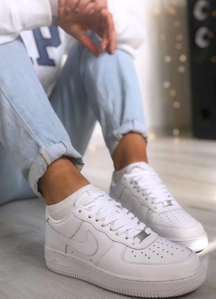 Женские белые кроссовки найк