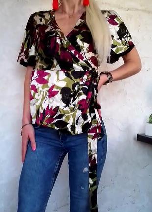 Шикарная шелковая блузка на запах принт цветы
