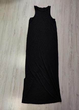 Черное длинное платье без рукавов с разрезом