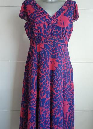 Красивое платье-миди marks& spencer с ярким абстрактным принтом.