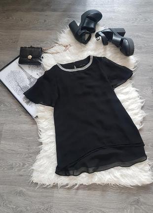Стильная качественная блузка черного цвета с шифоном и ожерель...
