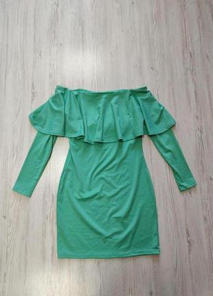 Бирюзовое платье с длинными приспущенными рукавами и рюшей
