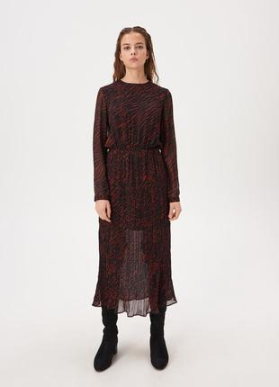 Новое миди платье с плиссировкой
