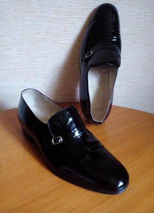 Черные туфли лоферы из лаковой кожи