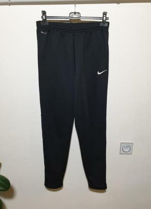 Зауженные спортивные штаны nike dri-fit