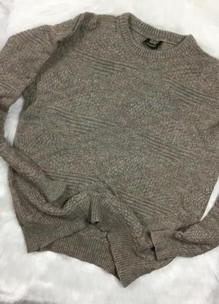 Теплый шерстяной свитер в идеальном состоянии