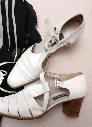 Туфли из кожаного нубука молочного цвета