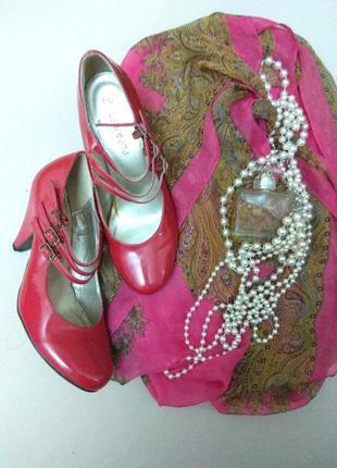 Розовые туфли с тремя ремешками