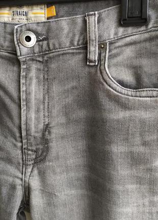 Стрейчевые мужские джинсы с зигзагами