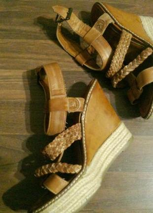 Кожаные босоножки сандали на платформе танкетке new look