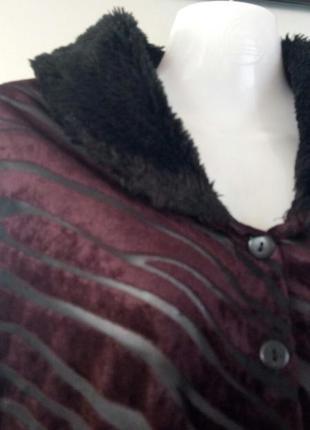 Сексуальная кофточка бордо в принт с меховым воротником. хс-с