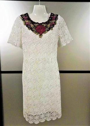 Прямое красивое платье в кружево. кружевное белое платье с выш...