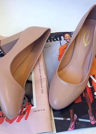 Нежные туфли пастельные. нежно-розовые туфли на широком каблук...