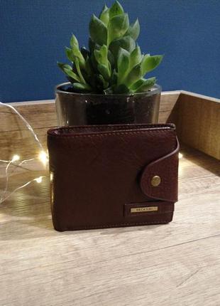 Гладкий класический коричневый мужской кожаный кошелёк. подаро...