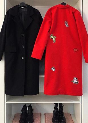 Базовое кашемировое красное пальто с нашивками. пальто халат о...