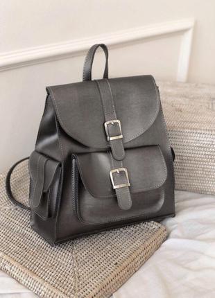 Рюкзак металлик с карманами и пряжками. рюкзак сумка серебрист...