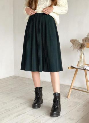 Костюмная юбка миди плиссе. зелёная изумрудная юбка миди плисс...