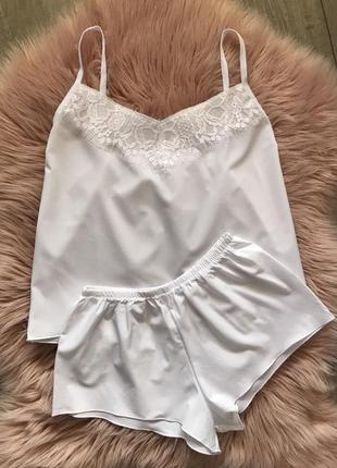 Сексуальная белая пижама с кружевом. нежная белая кружевная пи...
