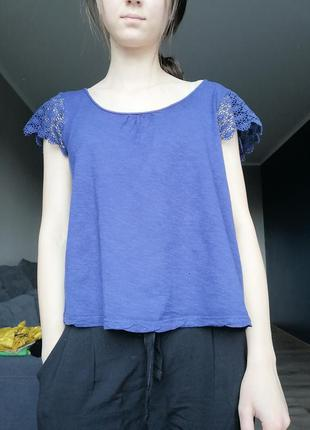 Базовая синяя футболка интересного фасона.ко оновая футболка о...