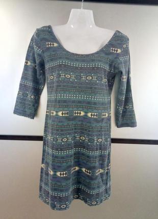 Трикотажное мини платье в орнамент. короткое платье с открытой...