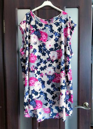 Легкое платье свободно кроя в цветы