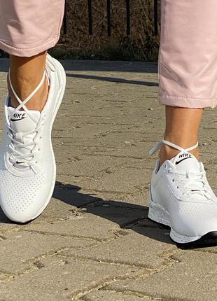 Женские белые кроссовки кожаные
