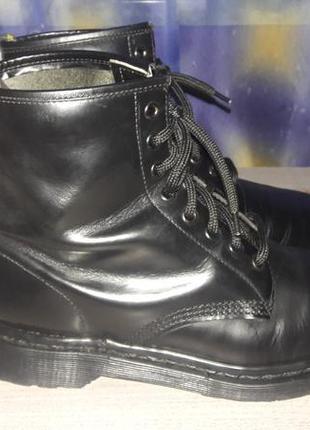 Dr. martens - круті англійські шкіряні черевики