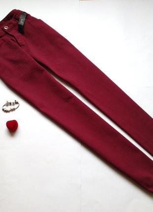 Бордовые джинсы большого размера