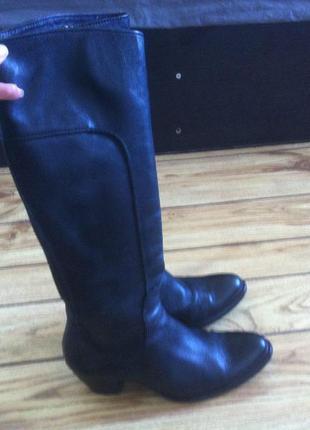 Шикарные кожаные сапоги размер 38