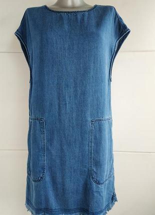 Джинсовое платье h&m с карманами и необработанным низом