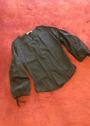 Стильная блузка с пышными рукавами-фонариками