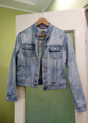 Голубая короткая куртка жакет  прямого кроя Воротничок стоечка