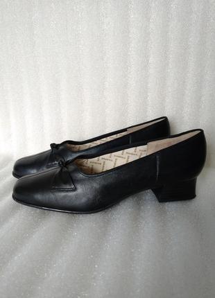 Р 8 / 41-42 27,5 см черные кожаные туфли на низком каблуке brooke