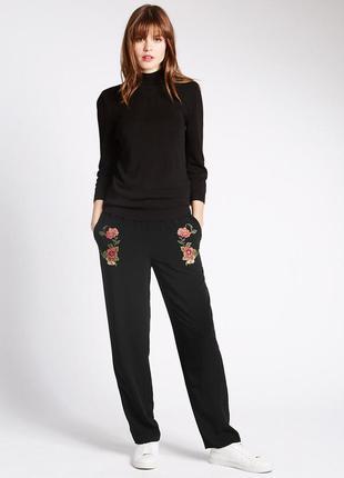Черные брюки с вышивкой от m&s