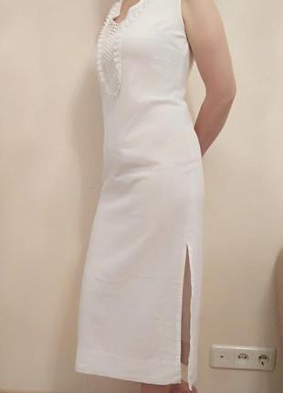 Белое льняное платье midi с кружевами