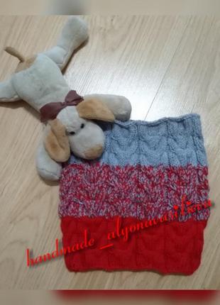 Красно-серый бесшовный шарф-снуд в один оборот с градиентом