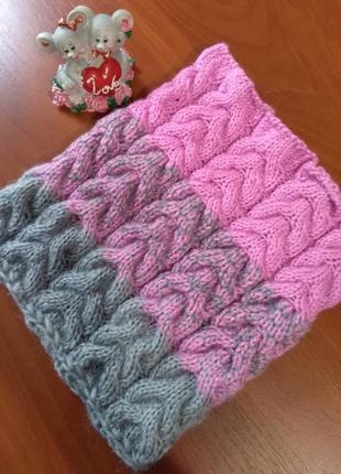 Розово-серый шарф-снуд с градиентом в один оборот
