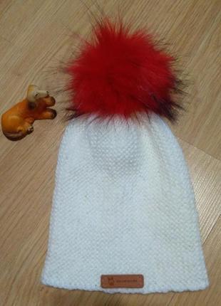 Шапочка бини белая с красным эко-бумбоном бесплатная доставка ...