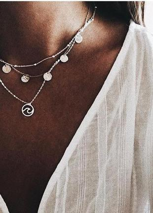 Стильная тройная цепочка с подвесками монетки серебристого цвета