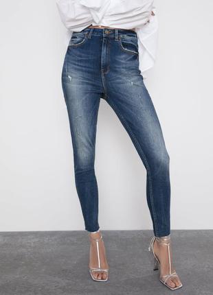 Очень стильная джинсы с высокой посадкой