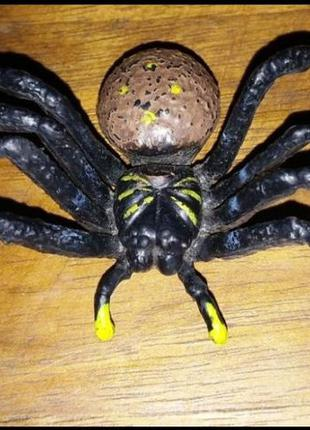 Статуэтка паук