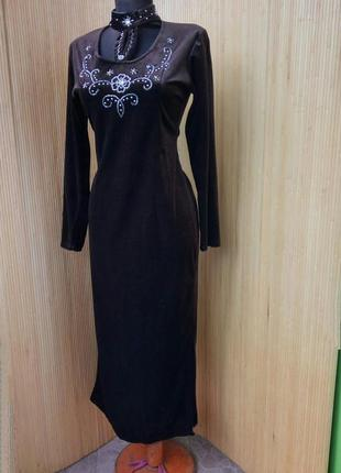 Вечернее платье с воротником чокером