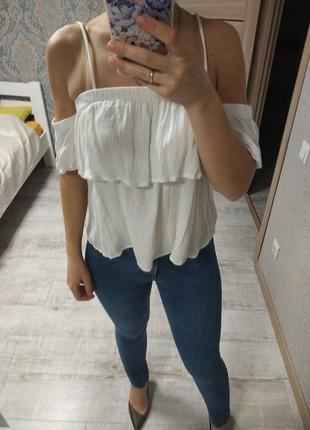 Актуальная нежная вискозная блуза с рюшами воланами
